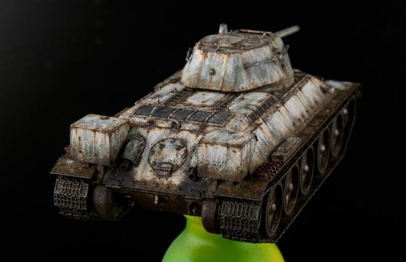 汚し塗装が完了したT34-後方