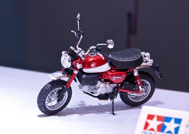 モンキー125プラモデルの完成見本